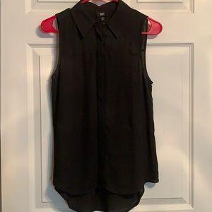 Black sleeveless button down blouse